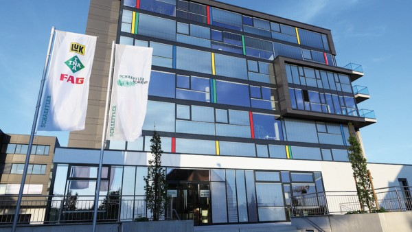 The opening of the Schaeffler Academy in Herzogenaurach emphasizes the commitment that Schaeffler has made to the further training of its employees.