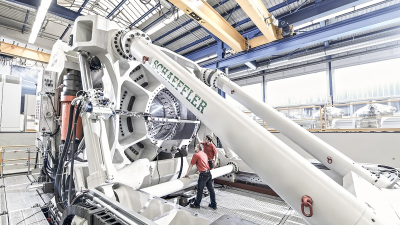 ASTRAIOS is one of the most modern and most powerful test rigs for large-size bearings in the world.