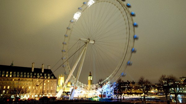 The Millennium Wheel, also called The London Eye, the world's largest and heaviest Ferris wheel is put into operation.